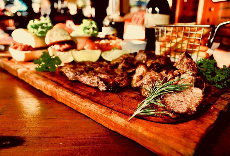 restaurante, argentino, parrillada, argentina, carnes, choripanes, papas, pareja