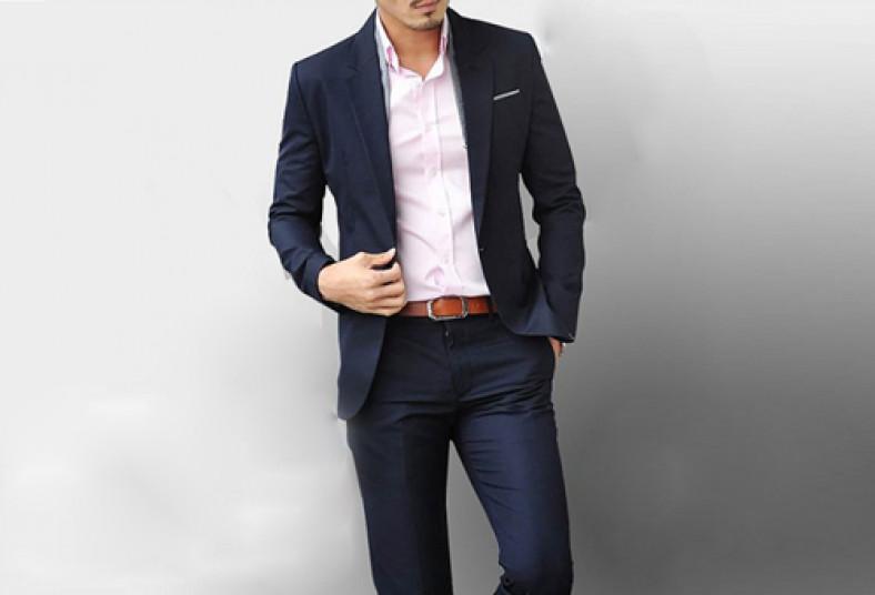 El alquiler de este traje es a la medida y podrás usarlo para una  graduación d73f4116e715