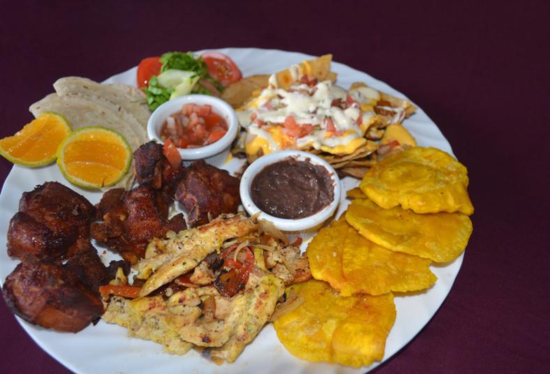 Restaurante, Cocina, Leña, plato, surtido, ensalada, compartir, frijolitos, pico