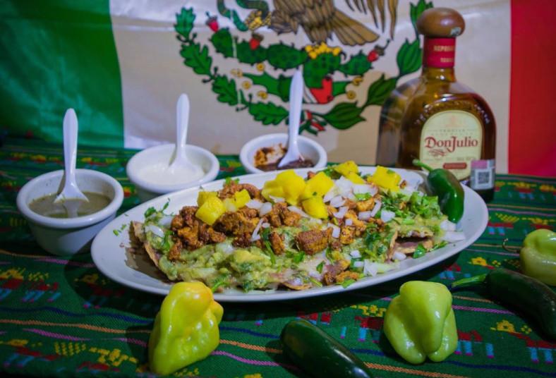 aki, mis, takos, plato, super, nachos, sopes, tacos, feria, mexicana, huarache,