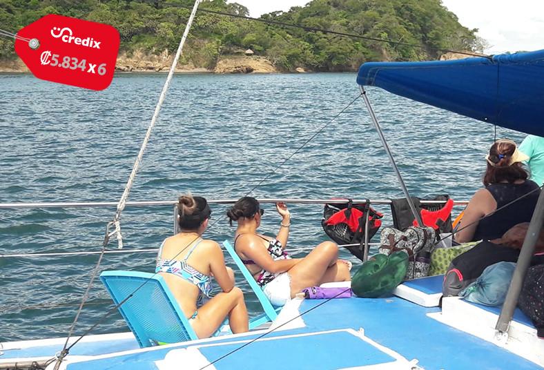 catamarán, alba, isla, tortuga, fruta, botellas, agua, ceviche, almuerzo, pollo,