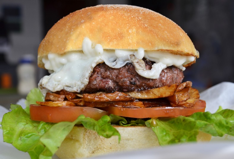 los, antojos, bernal, mystic, burger, pan, italiano, tomate, hamburguesa, lomo
