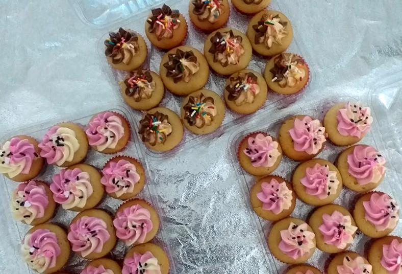brauli, catering, costa, rica, mini, cupcakes, vainilla, dulce, leche, icing,