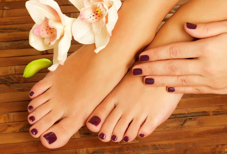 Pedicure Spa con hidromasajes y esmaltado en uñas de manos y pies a ...