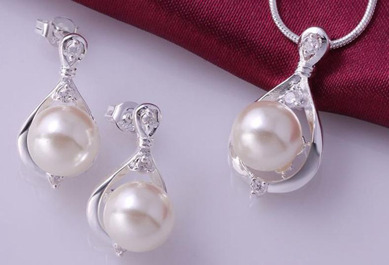 fe95d5bea732 Detalle de San Valentín! Juego de perlas en plata 925 a ₡12.950 ...