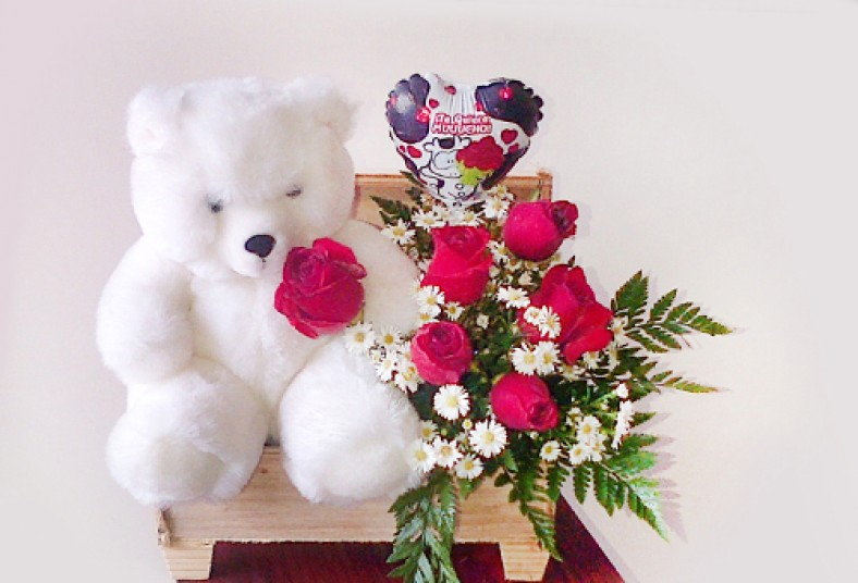 Este 14 De Febrero Lucite Con Un Romántico Arreglo Floral