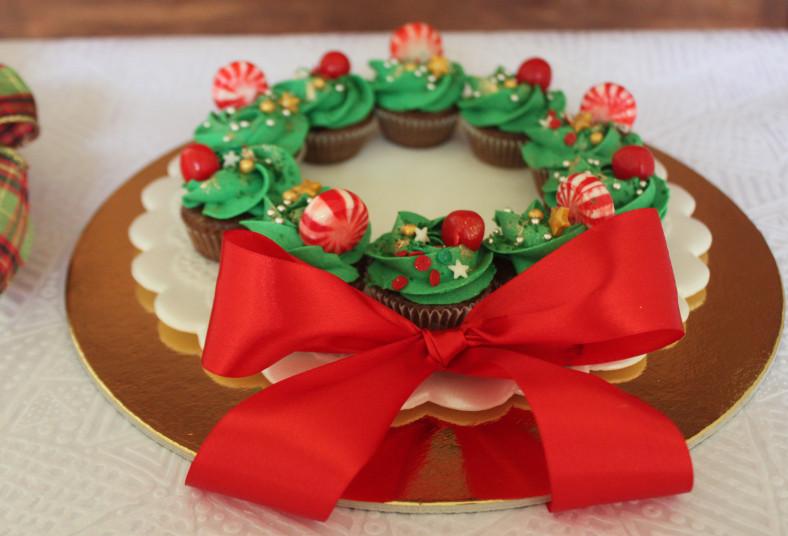 dolce, amaretto, corona, navideña, mini, cupcakes, regalo, cajita, regalo, día,
