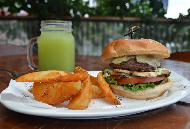 kiosko, hamburguesa, premium, carne, angus, papas, refresco, yucas, camotes,