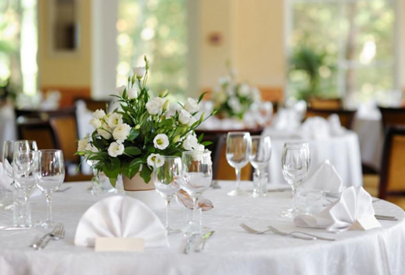 Cre un ambiente especial con un paquete de flores para - Precios de centros de mesa para boda ...