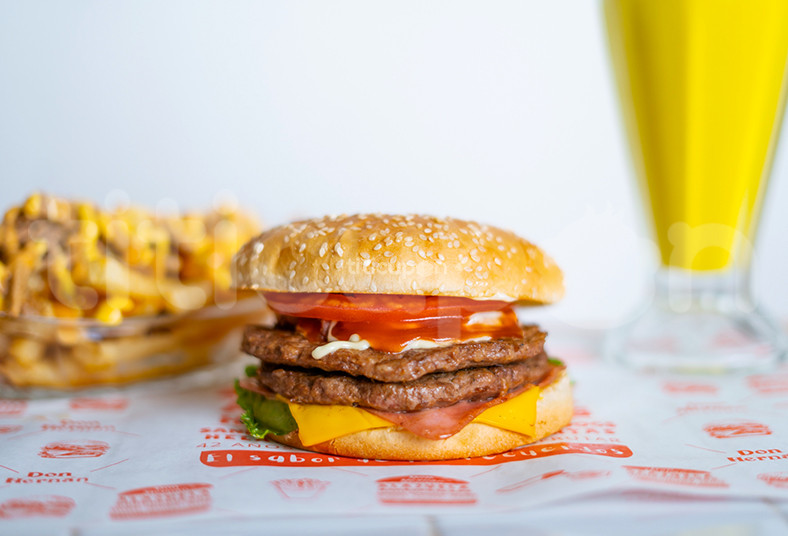 Don Hernán, hamburguesa, artesanal, batido, papas, torta, queso, tocineta,
