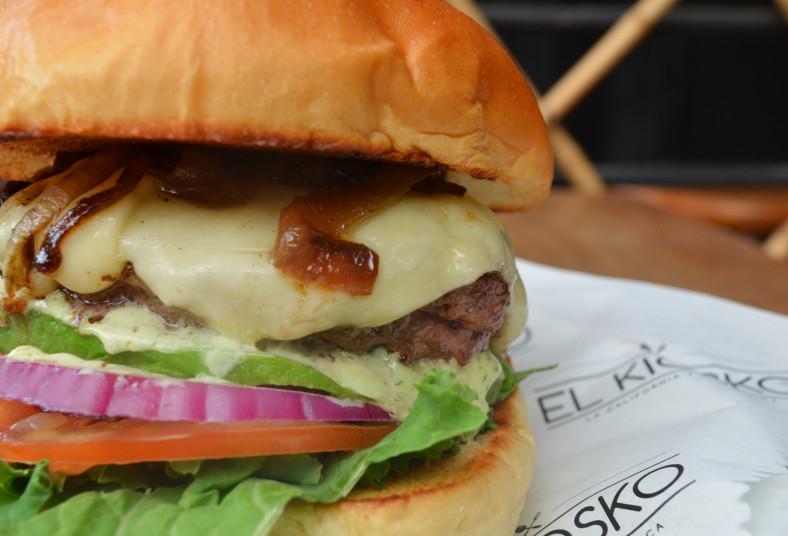 kiosko, hamburguesa, kiosko, deluxe, carne, angus, papas, refresco, yucas,