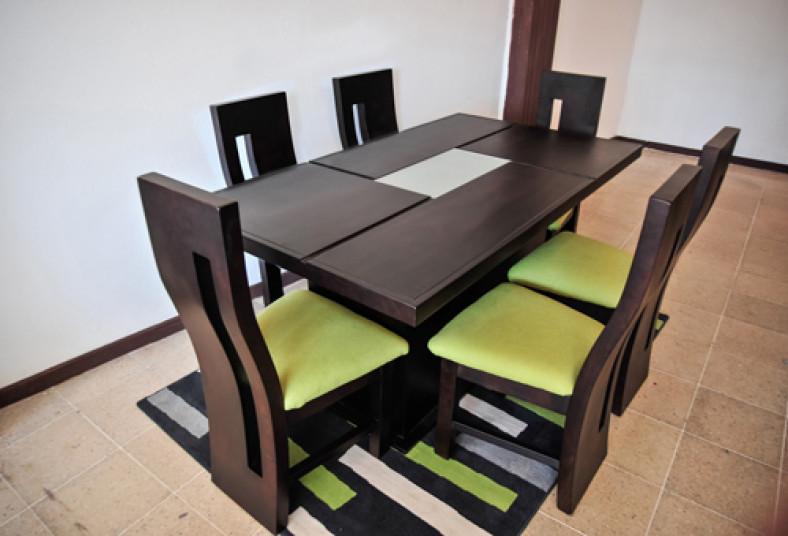 Innov tu hogar con un elegante juego de comedor al 50 for Comedores modernos para 4 personas