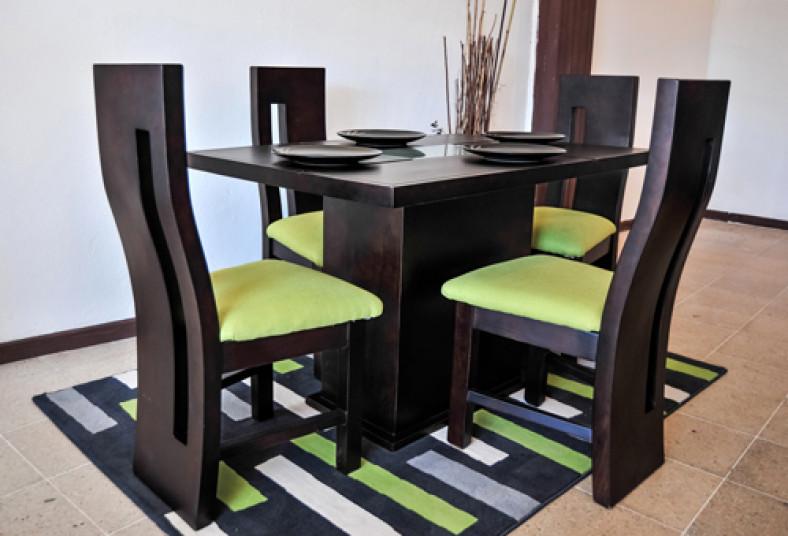 Innov tu hogar con un elegante juego de comedor al 50 for Juego de comedor de cocina
