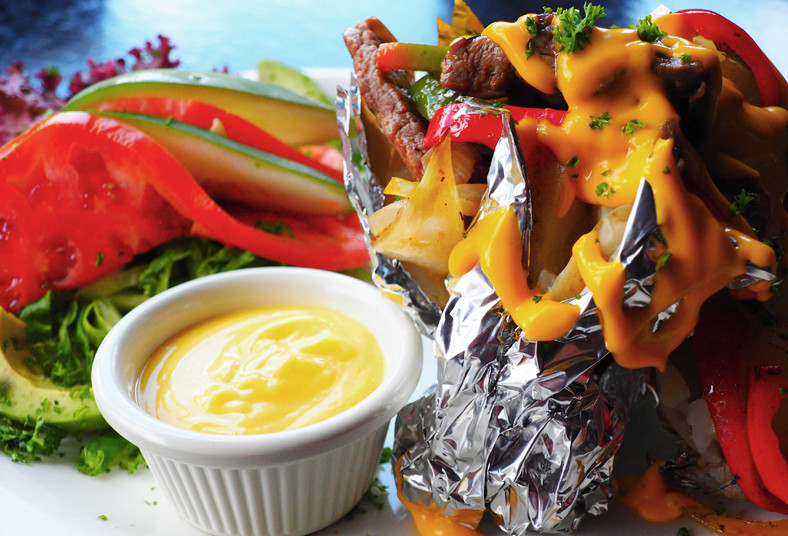 restaurante, nuestra, tierra, mega, papa, carne, artesanal, queso, cheddar, chef