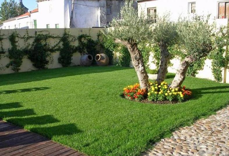 Contrat un servicio de jardiner a y alej las plagas por for Servicio de jardineria