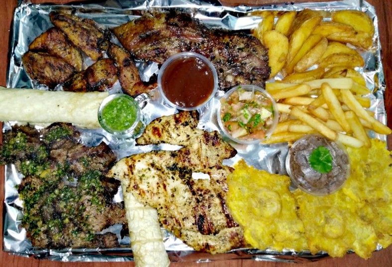 rincón, parrillero, pollo, cerdo, churrasco, costilla, patacones, frijoles, pico