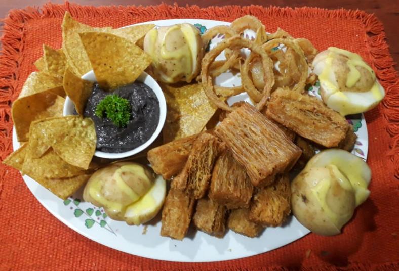 rincón, parrillero, pollo, cerdo, churrasco, chorizos, yuca, frijoles, papas,