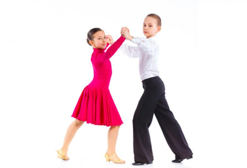 ninos bailando salsa