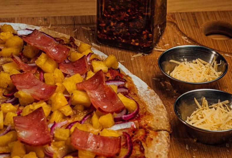 Pizza, Parrillada, Spezzia, jamón, queso, margarita, piña, vegetariana, pan, beb