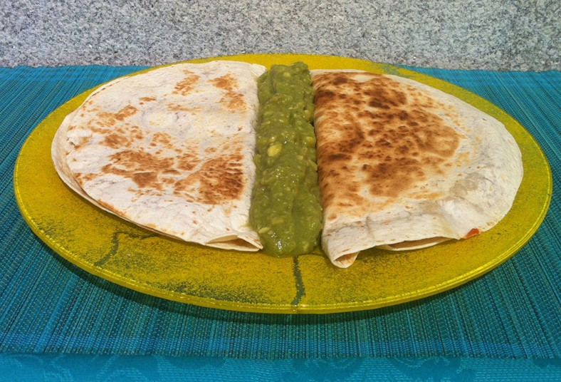 takomex, comida, mexicana, quesadilla, pollo, mediana, ensalada, pico, queso