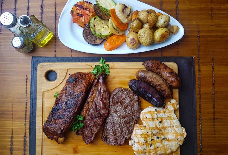 tierra, gaucha, tabla,carnes, guarniciones, pollo, cuadril, lomo, ancho, chorizo