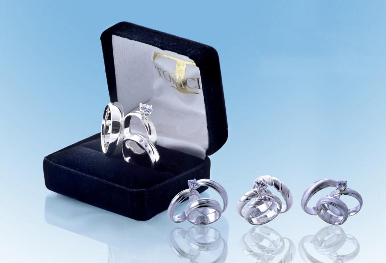 c09e6b151d2a Sorprendé a esa persona especial! Con un trío de anillos de plata ...