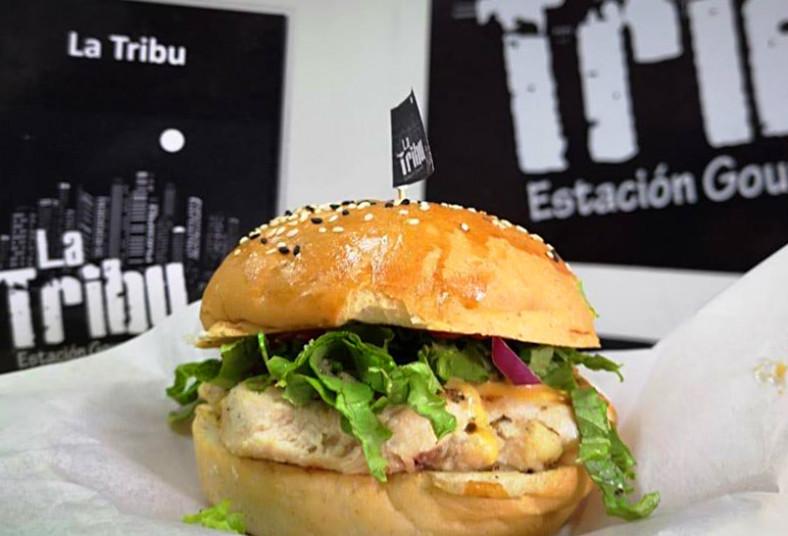 La, Tribu, Estación, Gourmet, hamburguesa, patatas, plátano, refresco, postre,