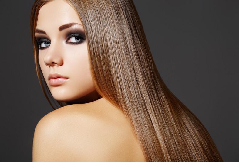 El aceite de ricino los cabellos al espesor y es más espeso