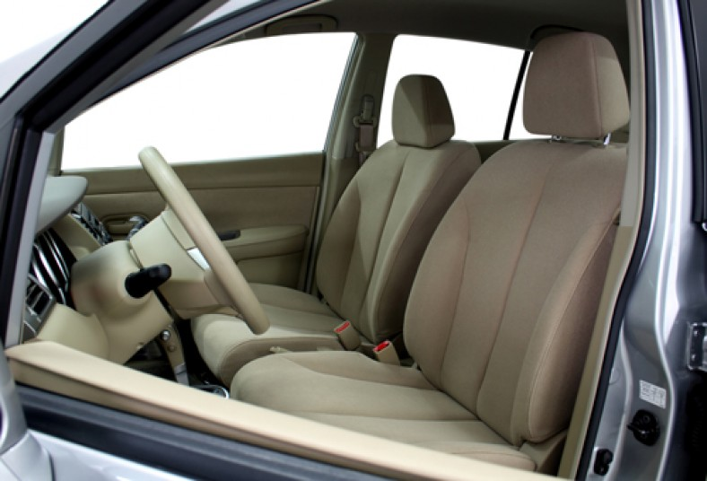 Consent a tu auto con una limpieza completa de tapicer a - Tapiceria de sillas precios ...