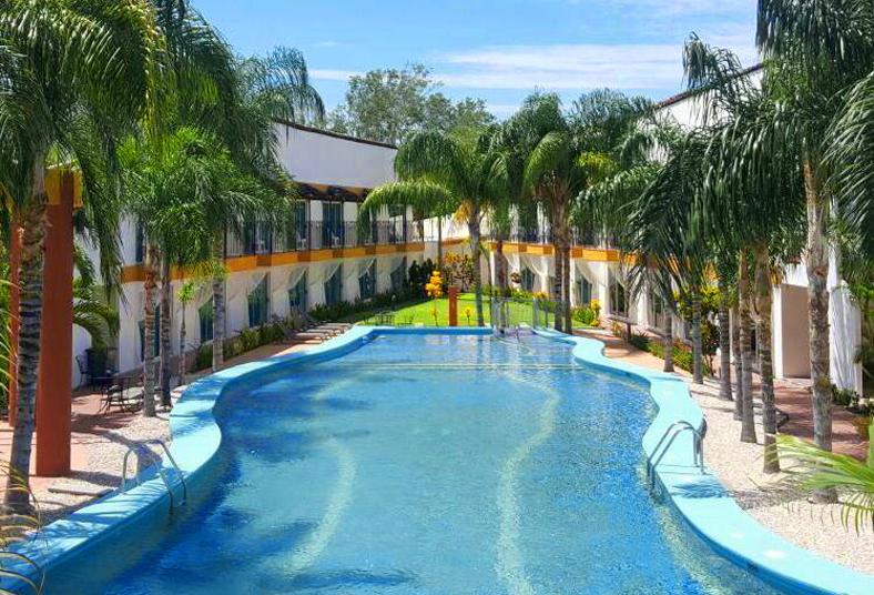 Playa potrero con 4 estrellas mediterraneus hotel for 4 estrellas salon kenosha wi